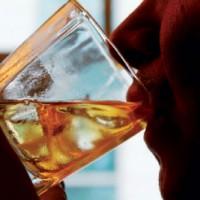 Doença é predominantemente masculina adulta e tem o consumo de álcool como precipitador. Foto: Divulgação
